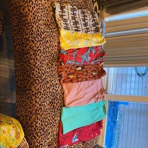 7 pairs of gently used lularoe one size leggings.